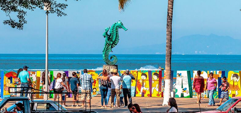 Esculturas del malecón en Puerto Vallarta.