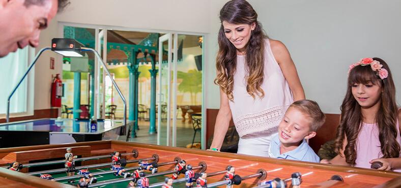 Juegos de mesa, videojuegos y más en Crown Paradise